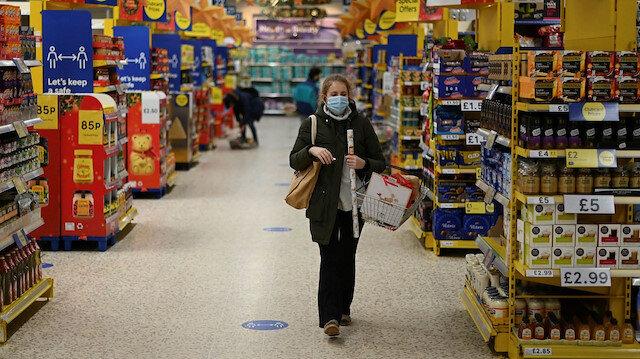 Dev market zinciri Tesco'nun üç mağazasına tarihi geçmiş ürün cezası