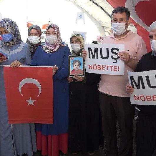 Diyarbakır annelerinden, Muş'ta evlat nöbetine devam eden ailelere destek