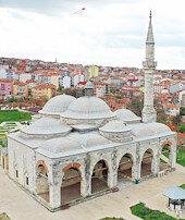 Selimiye'nin gölgesindeki şaheser: Muradiye Camii