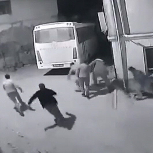 Bursada kısıtlamayı ihlal edenlerin jandarmadan kaçtıkları an kamerada