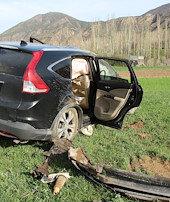 Kaymakam ve belediye başkanını taşıyan araç şarampole yuvarlandı