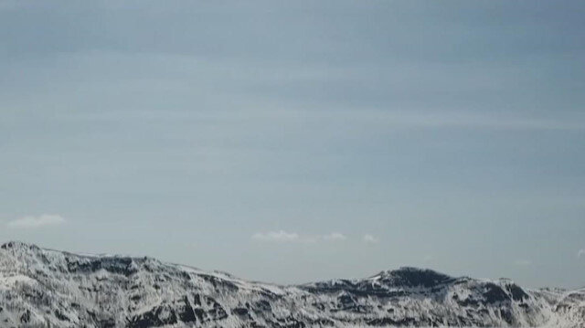 Beyaza bürünen Nemrut Krater Gölü'nün görüntüleri mest etti