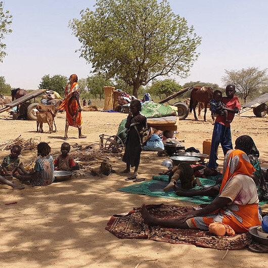 بعد مقتل ديبي.. والي غرب دارفور يحذر من نزوح تشاديين إلى السودان