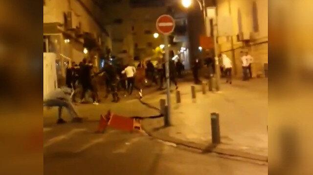 Bir grup İsrailli genç Batı Kudüs'te Filistinlilere taş ve sopalarla saldırdı