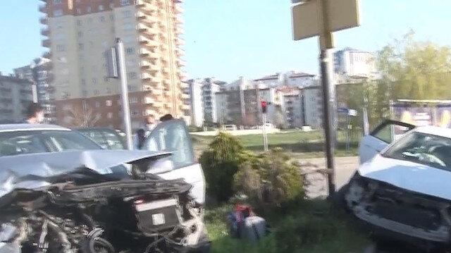 Ankara'da iki otomobil kafa kafaya çarpıştı, 3'ü çocuk 7 kişi yaralandı