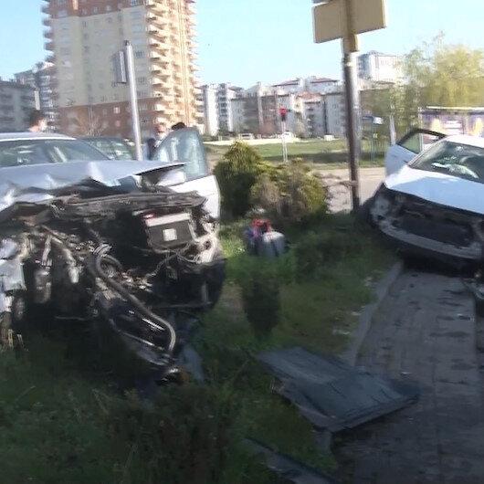 Ankarada iki otomobil kafa kafaya çarpıştı, 3ü çocuk 7 kişi yaralandı