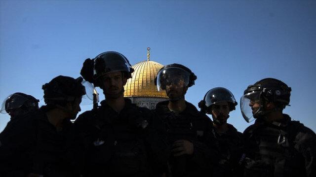 İsrail polisi insanlığı unuttu: Filistinlilere teravih sonrası foseptik suyu sıktılar