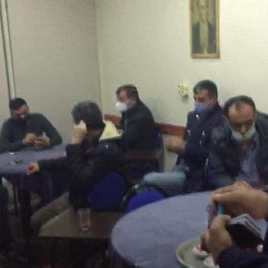 Bağcılarda kısıtlamaya uymayıp kahvehanede oyun oynayan 16 kişiye 55 bin lira ceza kesildi