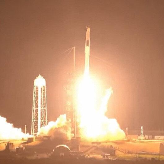 SpaceX 4 astronotu uzay istasyonuna gönderdi