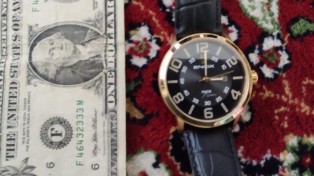 FETÖ elebaşı imzalı saatin ve 'F' serisi 1 dolarların bulunduğu FETÖ operasyonu kamerada