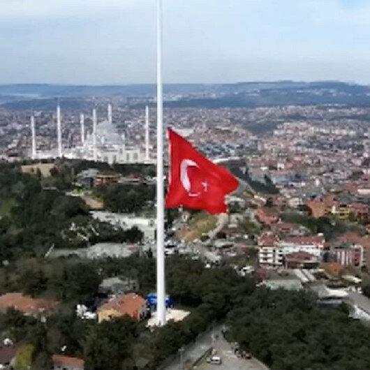 Çamlıca tepesine dev Türk Bayrağı