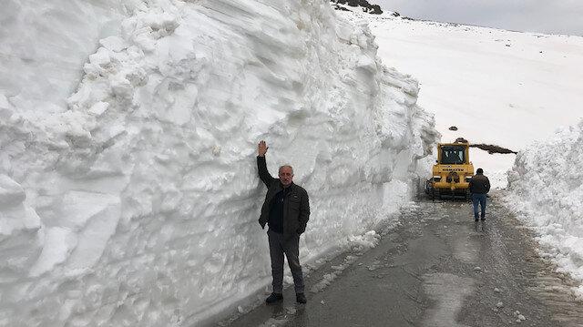 Bayburt'a bahar geldi mücadele bitmedi: Kar kalınlığı 5 metre