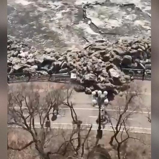 Rusyada buz tsunamisi: Parmaklıkları kıran buz kütleleri sahildeki insanları korkuttu