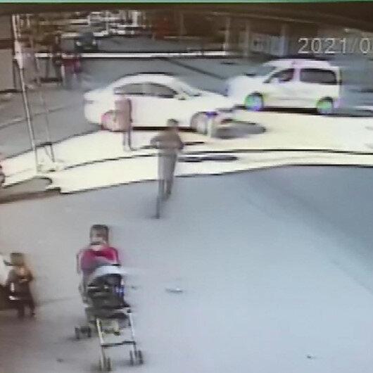 Esenyurt'ta ayakkabısını bağlayan çocuğa araba çarptı