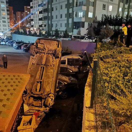 Kayseride bir garip kaza: Otoparka düşen otomobil dik durdu