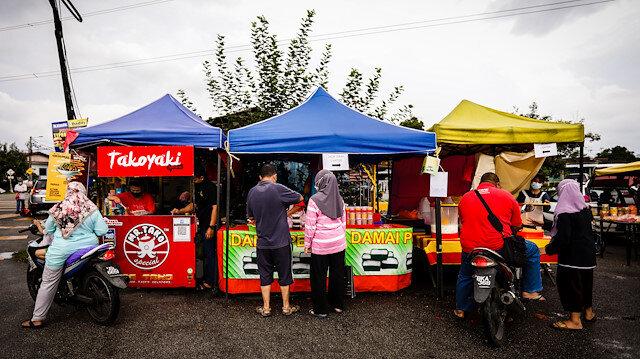 Malezya'daki geleneksel ramazan pazarları sokaklara renk katıyor