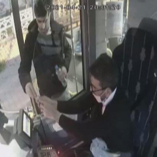 Kocaelide otobüs şoförü iftar vaktinde yemeğini yolcusu ile paylaştı