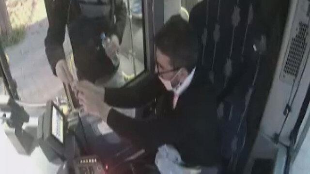 Kocaeli'de otobüs şoförü iftar vaktinde yemeğini yolcusu ile paylaştı