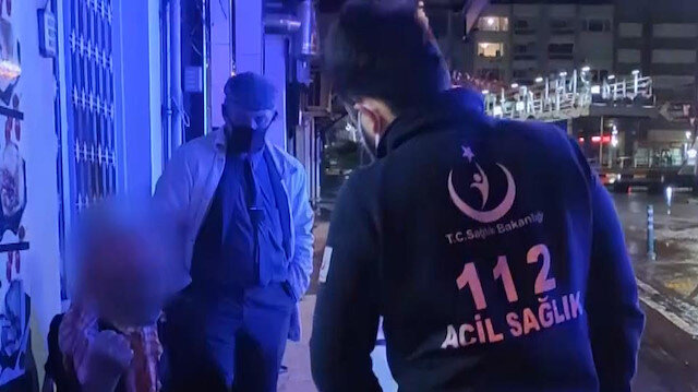 Manisa'da sokakta yaşayan kişinin yardımına polis ekipleri yetişti