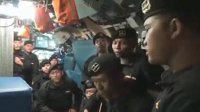 """Endonezya'da batan denizaltıdaki mürettebatın """"Elveda"""" şarkısını söylediği görüntüler ortaya çıktı"""