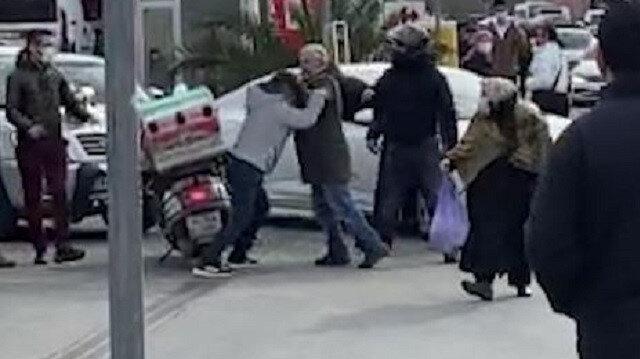 Kağıthane'de kaza sonrası kasklı yumruklu kavga kamerada