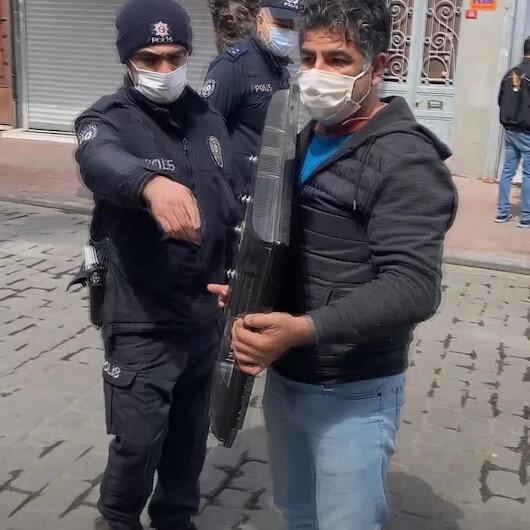 Kucağında çalıntı televizyon taşıyan kişi denetimde polise yakalandı