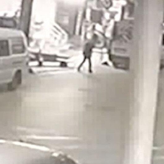 Sultangazide otomobile silahlı saldırı kamerada