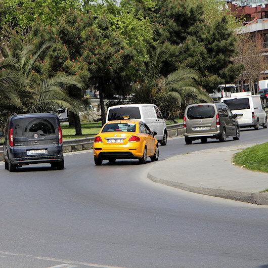 Şişlide yoğunluktan kaçmak için geri geri giden sürücüler trafiği alt üst ettiler