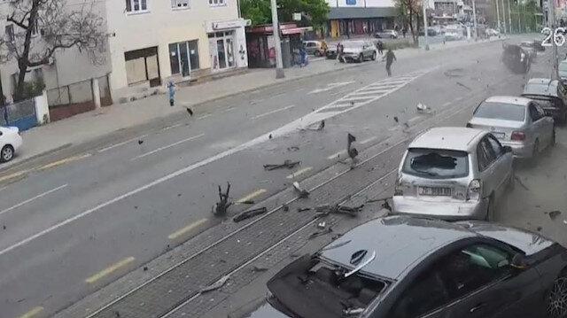 Hırvatistan'ın başkenti Zagreb'de kontrolden çıkan araç park halindeki otomobillere çarptı, yayalar kıl payı kurtuldu
