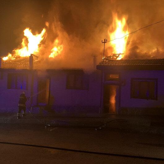 Kastamonuda çıkan yangında 4 ev kül oldu
