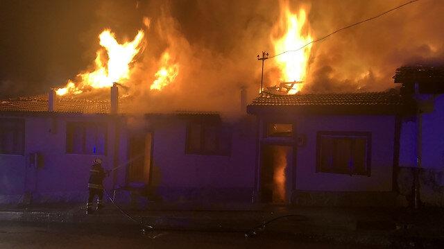 Kastamonu'da çıkan yangında 4 ev kül oldu