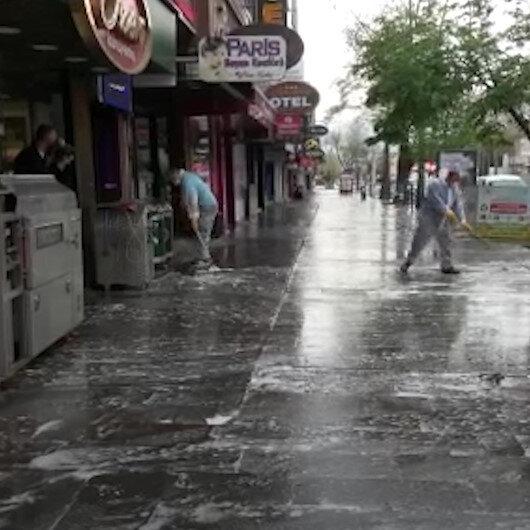 Yüksek vaka sayısına sahip illerden Erzincanda belediye ekipleri cadde ve sokakları dezenfekte etti