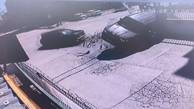 Büyükçekmece'de otomobilin çarptığı cip devrildi