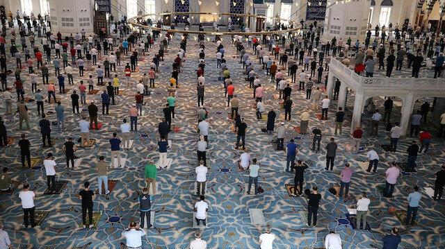 Diyanet İşleri Başkanı Ali Erbaş: Tam kapanmada teravih hariç cuma ve vakit namazları camilerde kılınacak