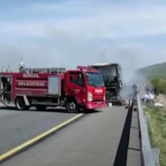 Bingölde seyir halindeki yolcu otobüsü alev alev yandı
