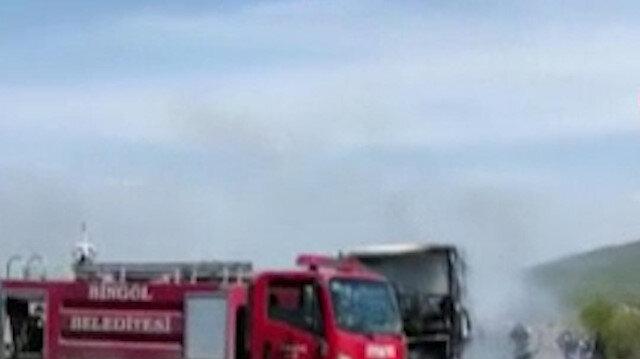 Bingöl'de seyir halindeki yolcu otobüsü alev alev yandı