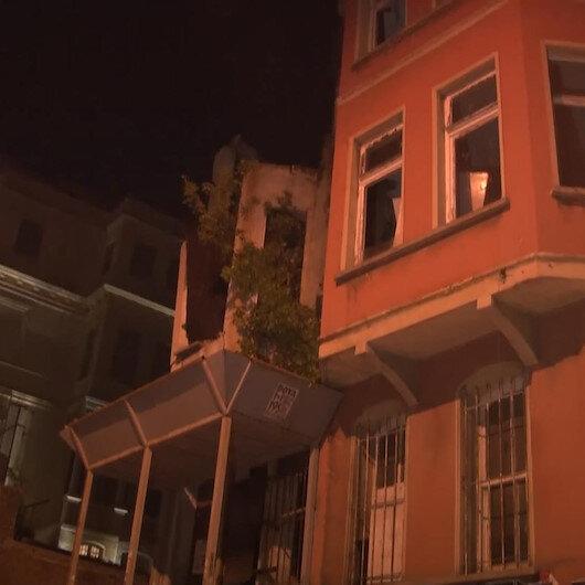 Beşiktaşta kullanılmayan iki katlı binanın çatısı çöktü