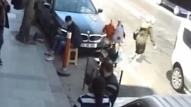 Sultangazi'de birden yola çıkan yayaya otomobil böyle çarptı
