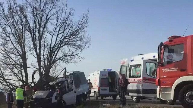 Kırıkkale'de kontrolden çıkan kamyonet ağaca çarptı: 1 ölü, 1'i bebek 2 yaralı