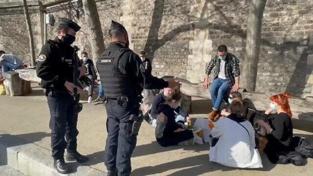Fransa koronavirüs kapanması sürecinde alkolü yasakladı