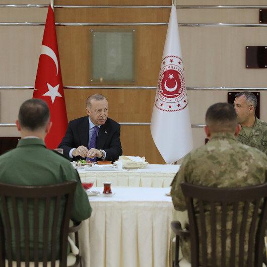 Cumhurbaşkanı Erdoğan askerlerle birlikte iftar yaptı