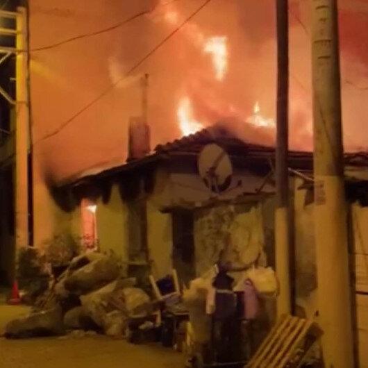 İzmir Bornovada müstakil bir evde çıkan yangında ev sahibi yaralandı