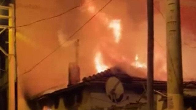 İzmir Bornova'da müstakil bir evde çıkan yangında ev sahibi yaralandı