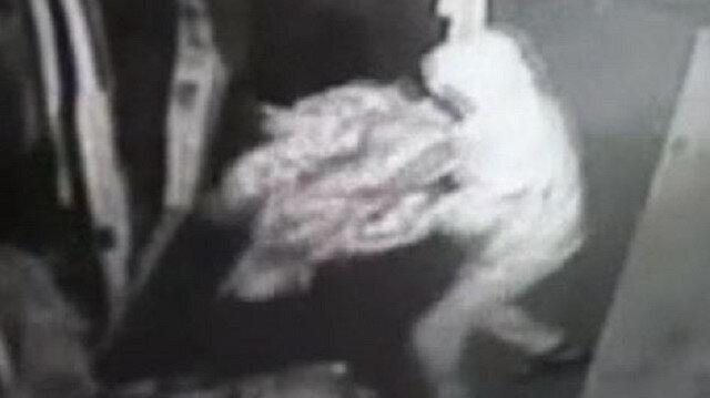Esenyurt'ta levyeli hırsızlar kilidi kırıp 30 bin TL'lik kıyafet çaldı