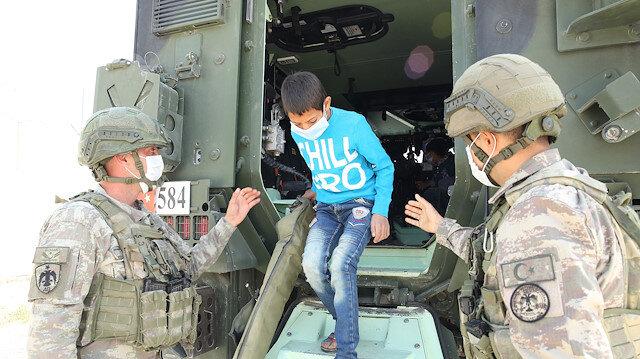 Mehmetçik'in Mardin'e getirdiği Suriyeli çocuklar doyasıya eğlendi