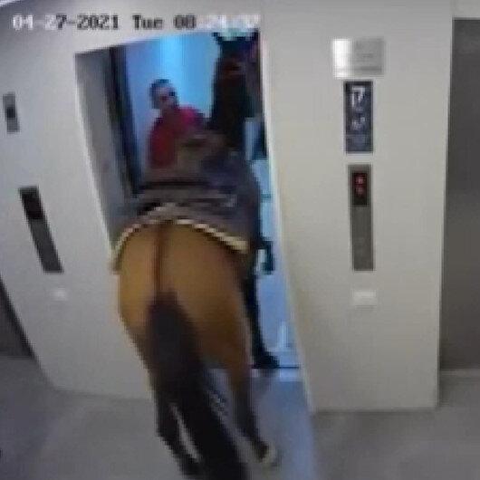 İsrailde 2 kişi asansöre atla binmeye çalıştı
