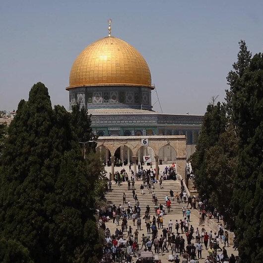 Mescid-i Aksada, işgalci İsrailin çıkardığı zorluklara rağmen 60 bin müslüman cuma namazı kıldı