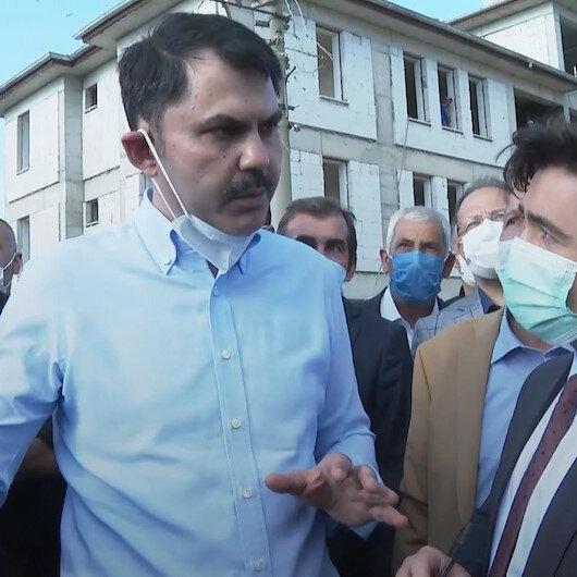 Çevre ve Şehircilik Bakanı Murat Kurum, geçen yıl Elazığda meydana gelen depremin merkez üssünde incelemelerde bulundu