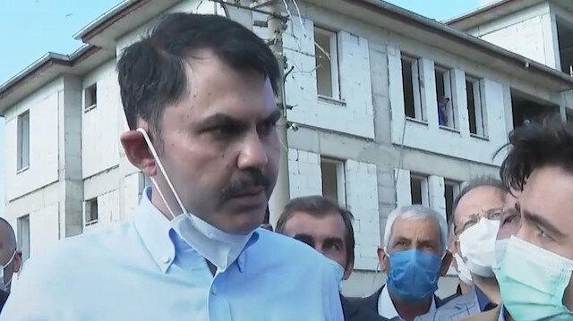 Çevre ve Şehircilik Bakanı Murat Kurum, geçen yıl Elazığ'da meydana gelen depremin merkez üssünde incelemelerde bulundu