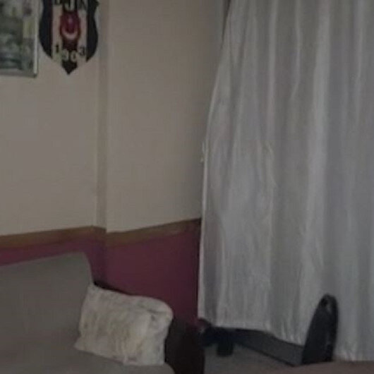 Arnavutköyde kapalı olması gereken kıraathaneye polis baskını: Yakalanmamak için perdenin arkasına saklandı